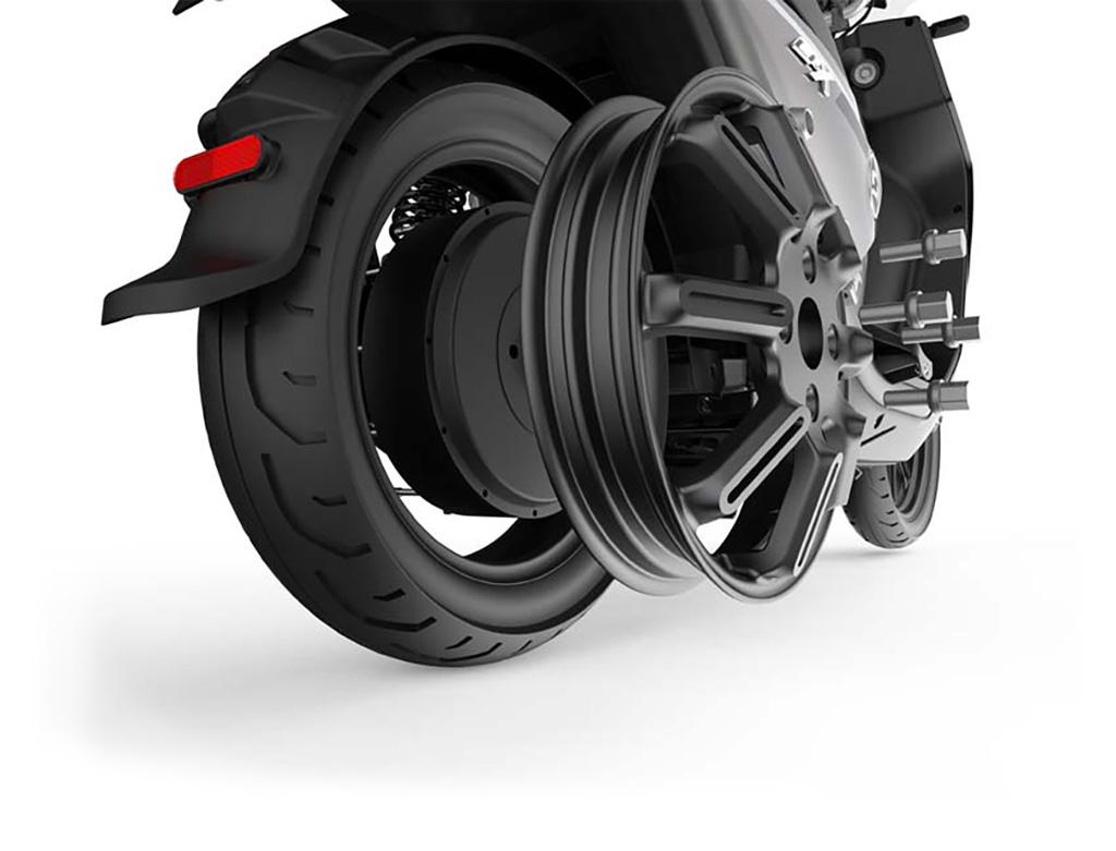 Vue 3/4 arrière moteur et roue scooter électrique Super Soco CPX